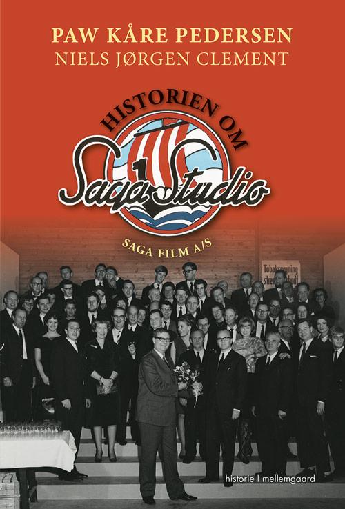 Historien Om Saga Studio - Saga Film A/s - Paw Kåre Pedersen & Niels Jørgen Clement - Bøger - Forlaget mellemgaard - 9788771909104 - 16/4-2018