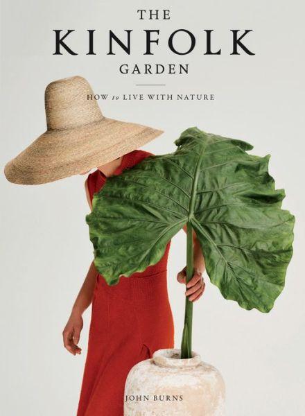 The Kinfolk Garden: How to Live with Nature - John Burns - Bøger - Artisan - 9781579659844 - 27/10-2020