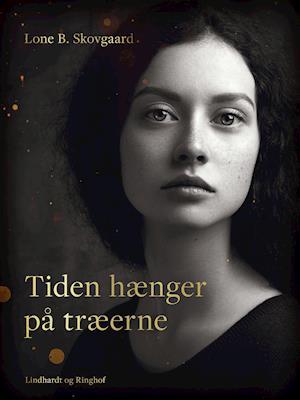 Tiden hænger på træerne - Lone B. Skovgaard - Bøger - Saga - 9788726393958 - 13/2-2020